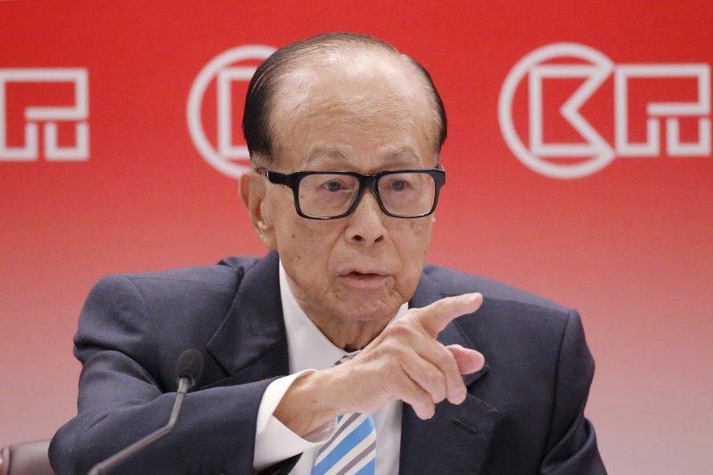 在香港爭民主運動中,香港首富李嘉誠成為批評箭靶。(AP)