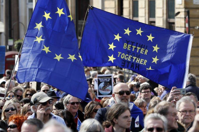英國倫敦數千民眾走上街頭,抗議英國即將脫歐(AP)