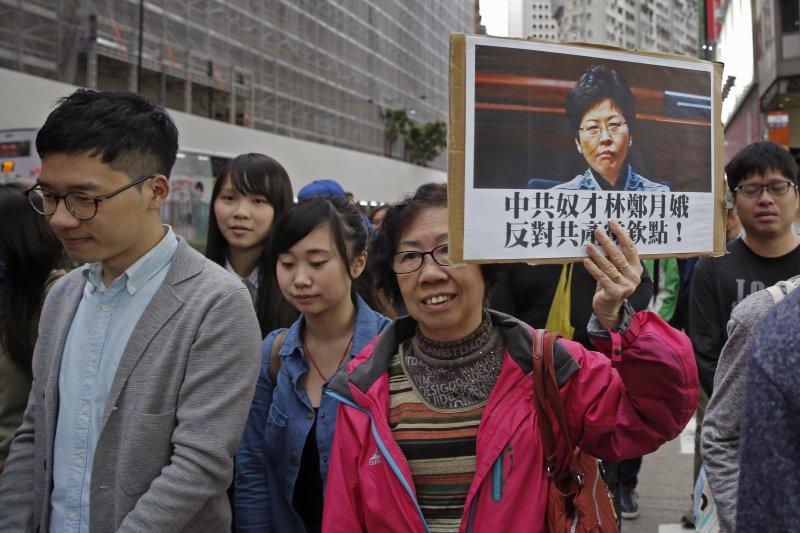 2017香港特首選舉26日投票,林鄭月娥最被看好,但許多香港本土派民眾認為她是北京的傀儡(AP)