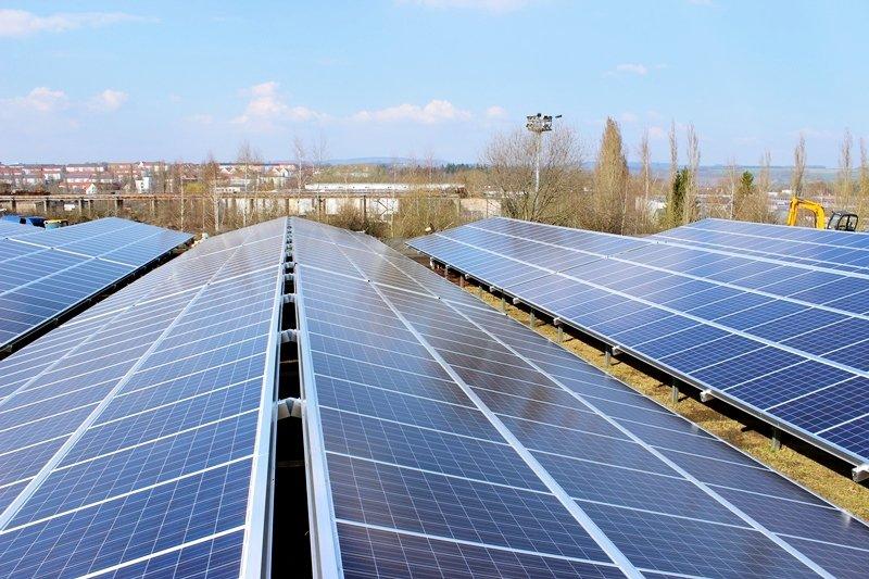 若碳權買賣可行,可以拿屋頂太陽能的碳權去賣錢嗎?(圖/greenXmoney@flickr)