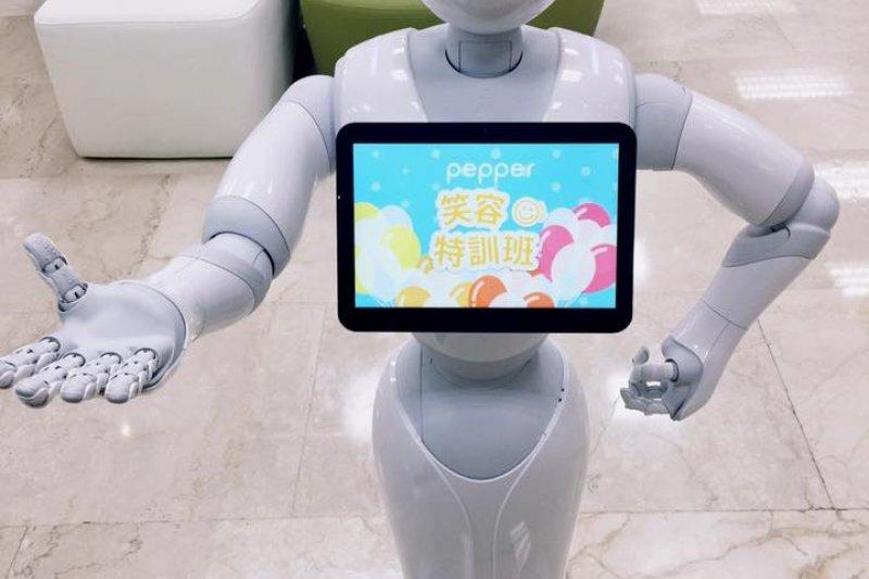 理財機器人將過去以人工為主的分析以電腦演算法取代,並理解顧客的需求、產品報酬風險的衡量並將供需雙方做最妥當的配置。(資料照,示意圖/Pepper台灣粉絲團@Facebook,與本文無關)