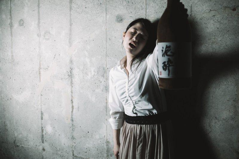 心情不好就天天喝酒,是個性的問題嗎?專家提出嚴正警告:可能是成人過動症!