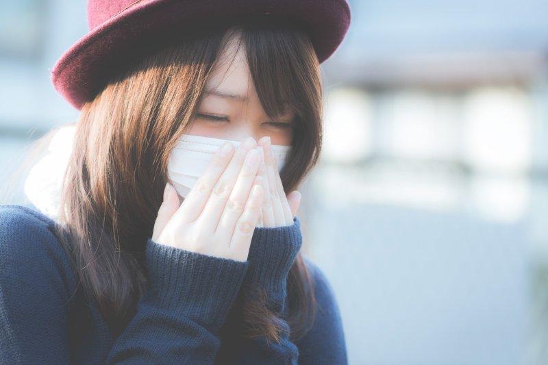 換季天氣多變,容易讓人感冒心情不好!(圖/pakutasp)