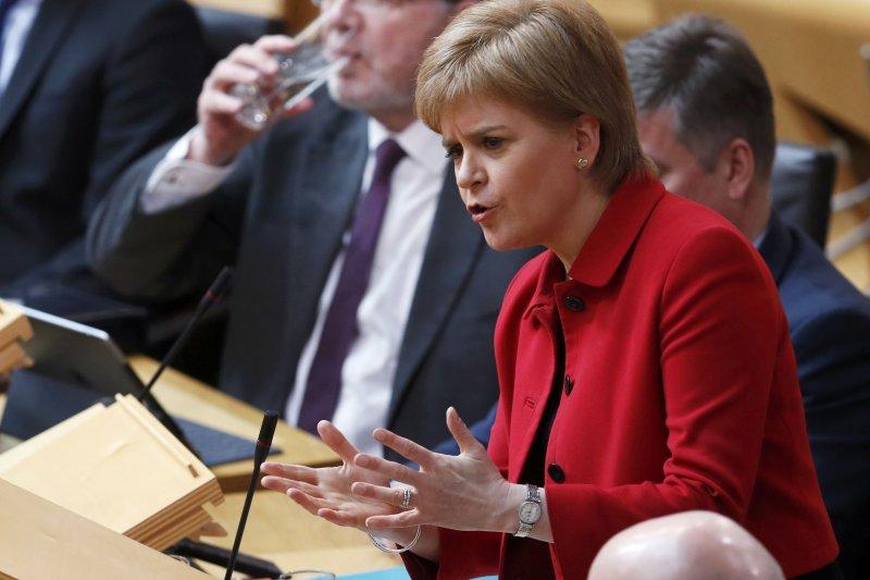 蘇格蘭首席部長史特金28日在蘇格蘭議會為獨立公投辯護(AP)