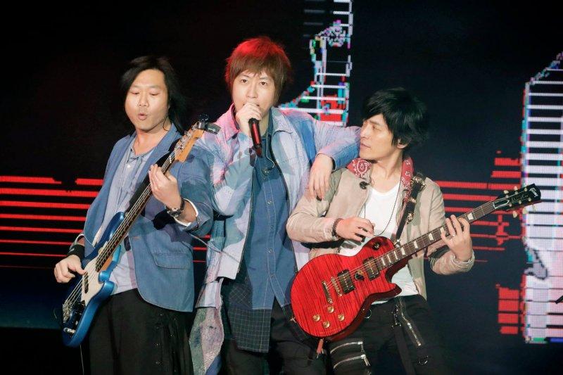 台灣樂團五月天出道20年,唱出無數金曲。(圖/五月天 Mayday@facebook)