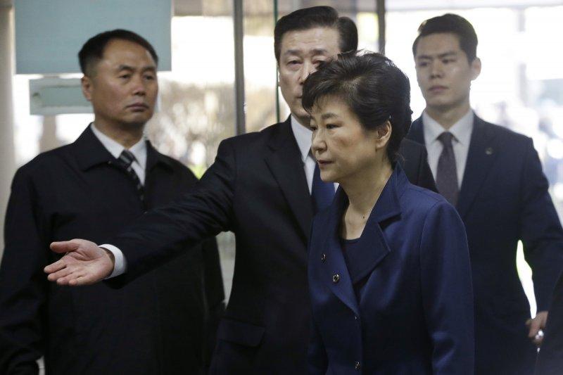 遭到彈劾解職的南韓前總統朴槿惠30日出庭接受逮捕必要性審查。(美聯社)