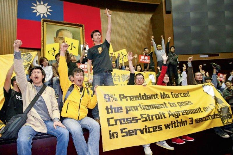 三年前,一場歷經23天的佔領國會運動改變了多年來台灣政治的基本地貌。然而,當時喊得震天價響的《兩岸協議監督條例》在民進黨主政將屆滿週年之際,草案仍被隱晦地靜置於立法院中。(取自中央社)