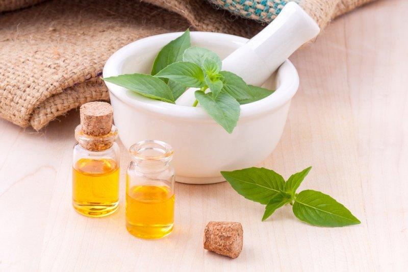 天然精油不只是含有更優質的香味而已,它還具有植物的能量和靈性特質(圖/kerdkanno@pixabay)