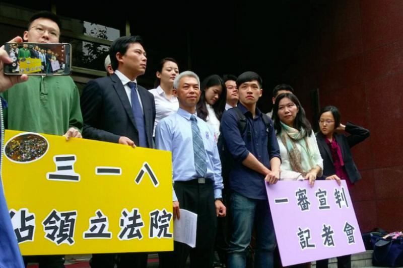 左起:林飛帆、黃國昌、尤伯祥、陳為廷等,在宣判後於台北地方法院前舉行一審宣判記者會。(來源:法操司想傳媒)