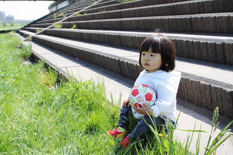 大家都希望自己的孩子,能夠成為一個溫暖、優秀的人。(圖/MIKI Yoshihito@flickr)