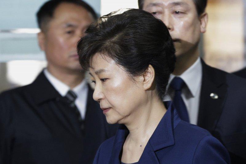 南韓前總統朴槿惠3月30日前往首爾中央地方法院出庭,接受逮捕必要性審查。(AP)