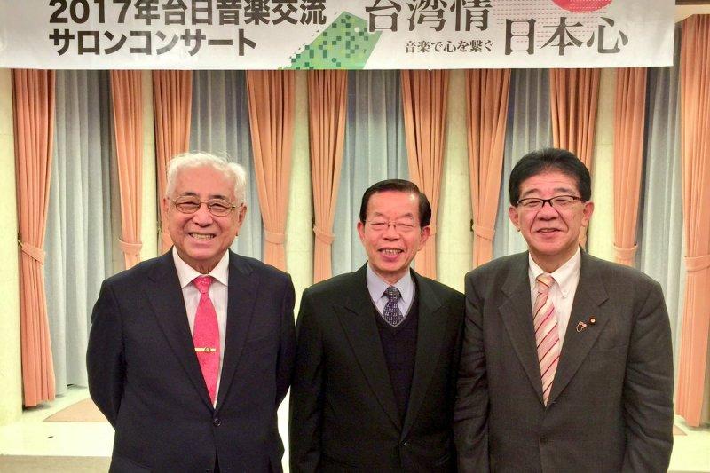 由左至右為許世楷、謝長廷、自民黨眾議員金子恭之。(翻攝金子恭之推特)