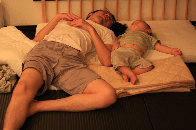 隨著性平觀念提升,在今年1到5月申請育嬰假的3萬7103名勞工中,男性比例達到18.5%,創下國內新高記錄。示意圖。(資料照,取自Toshimasa Ishibashi@flicker)