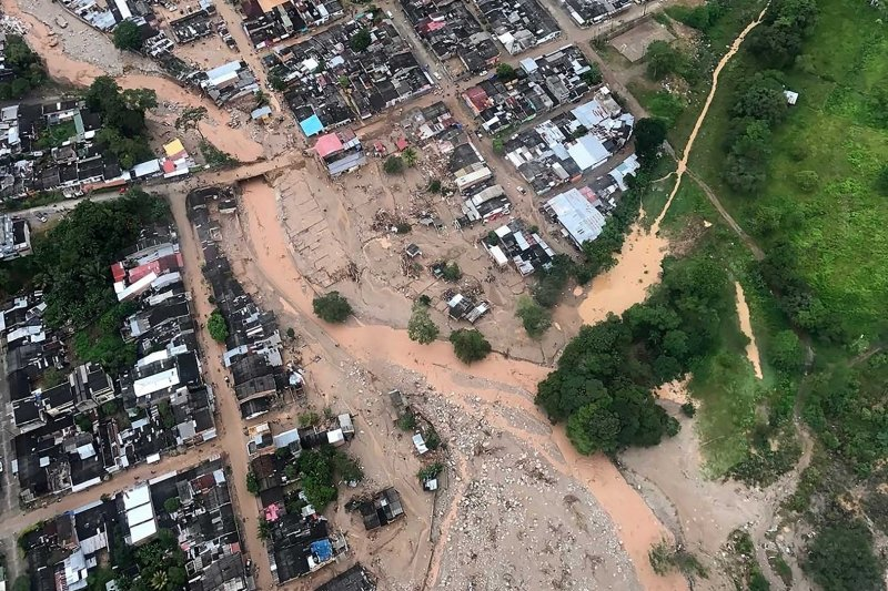 哥倫比亞一夜暴雨引發土石流,造成超過200人死亡的慘劇(AP)