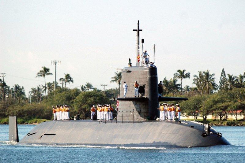 日本自衛隊的親潮級潛艦,尾翼的十字狀(或稱十字舵)與更新銳的蒼龍級潛艦明顯不同。(Wikipedia/Public Domain)