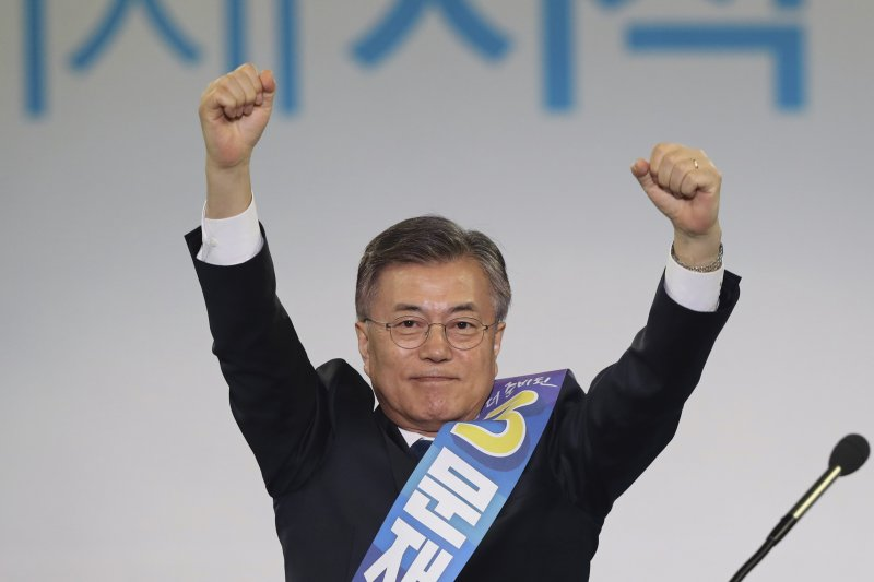 4月3日,文在寅獲「共同民主黨」提名為南韓總統候選人(美聯社)