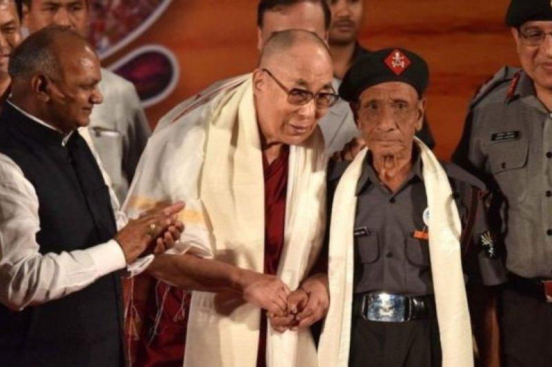 達賴喇嘛稱見到達斯非常非常高興(BBC中文網)