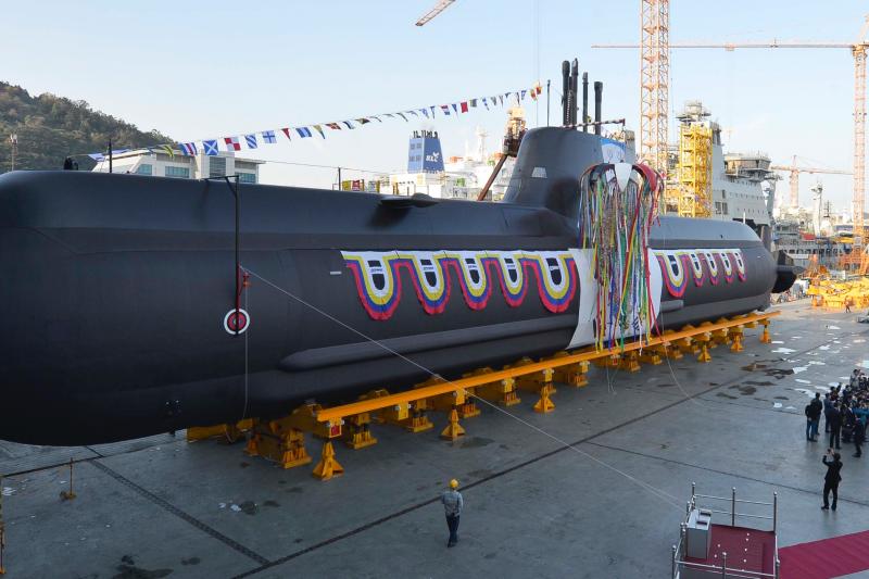 南韓第7艘孫元一級潛艦李範奭號去年11月8日在舉行下水典禮。(南韓國防部)