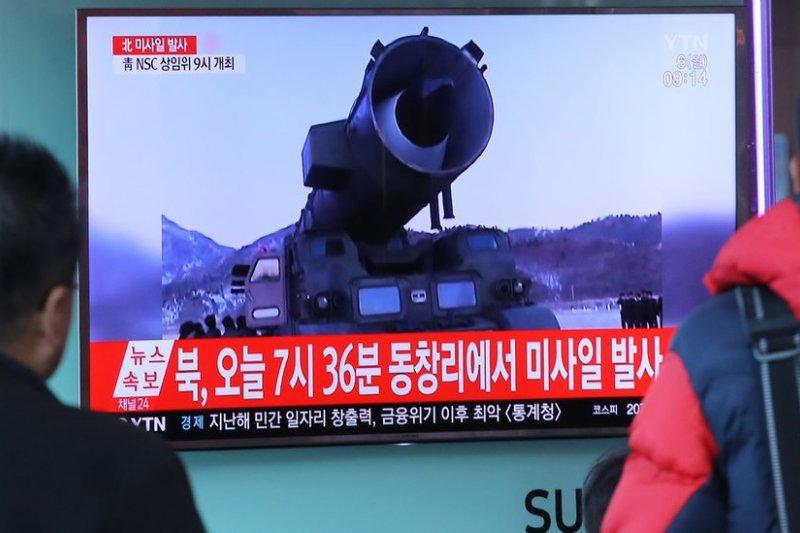 3月6日南韓電視台播放了北韓飛彈試射的畫面(BBC中文網)
