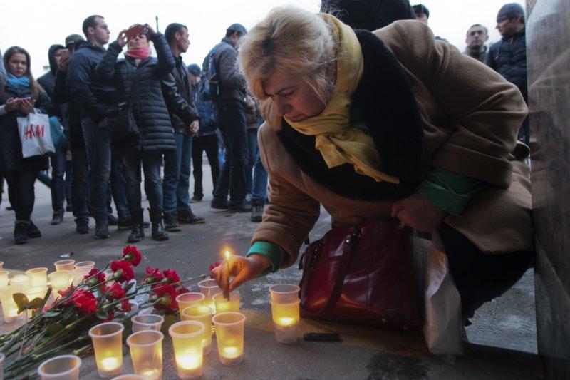 俄羅斯大城聖彼得堡(Saint Petersburg)3日發生地鐵爆炸案,死傷慘重,民眾哀悼(AP)