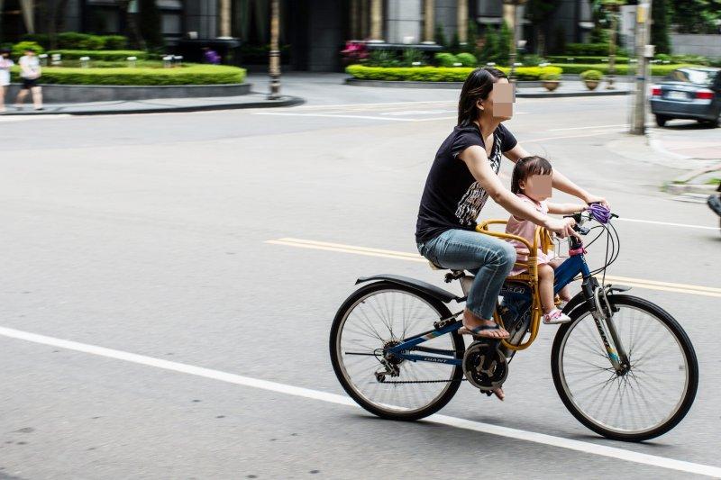 呂秋遠:「天下無不是的父母」這句話,是家庭關係裡最專制獨裁、無可救藥、莫名其妙、不合邏輯的一句話...(圖/Jorge Gonzalez@flickr)