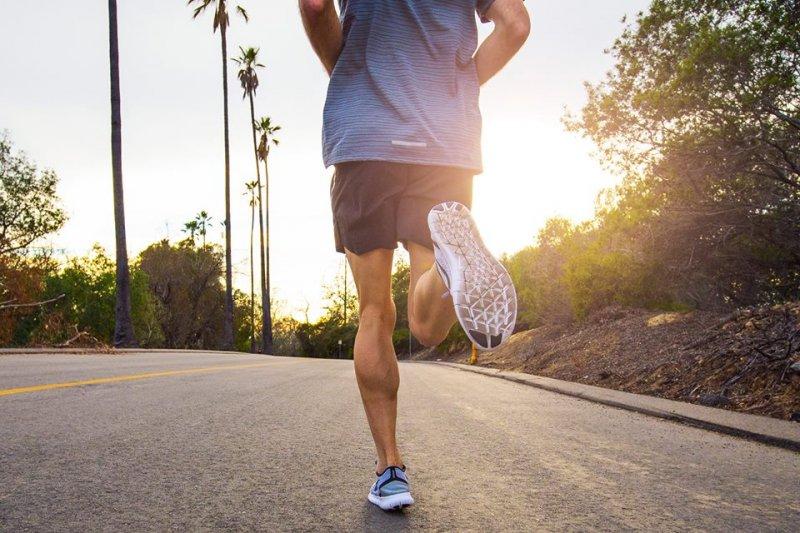 台大8日發表最新研究成果,指出慢跑、爬山等6大運動項目可有效對抗易胖體質。(取自nike+run club@facebook)