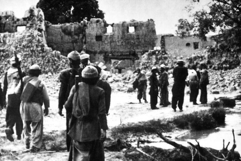 阿富汗的聖戰士回到被蘇聯毀掉的村莊(圖/wikipedia;說書提供)