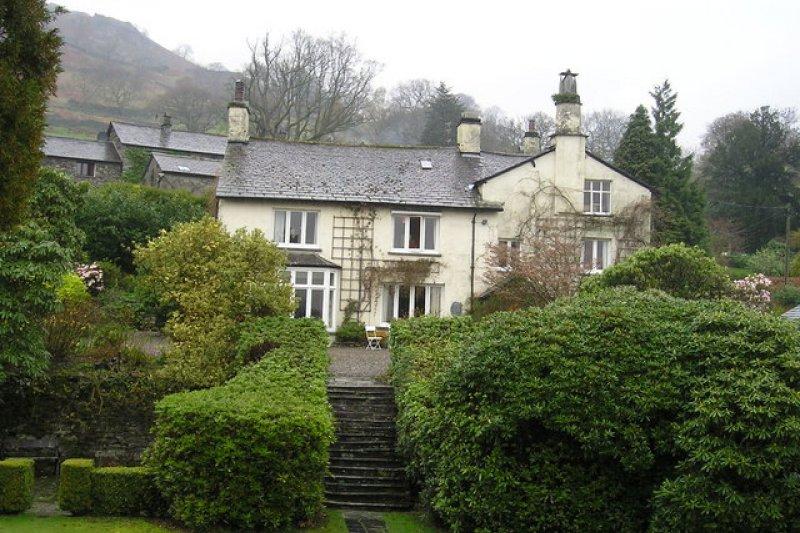 1813年至1850年,華茲華斯一家住在賴德爾山的這間房子裡(Richard Swales@Wikipedia/CC BY-SA 2.0)