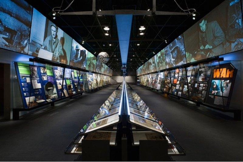 華盛頓新聞博物館的新媒展示區。(來源:segd.org)