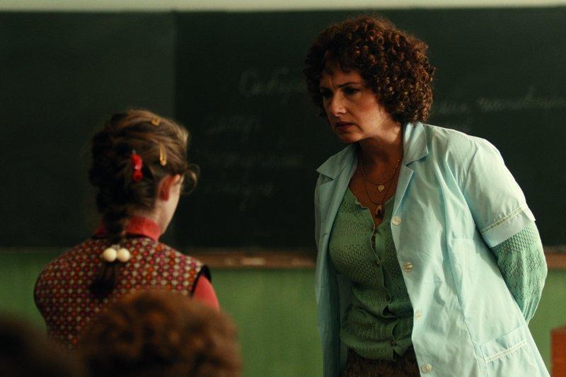 電影《老師有問題》,揭發許多教育界黑暗面。(圖/catchplay官方劇照)