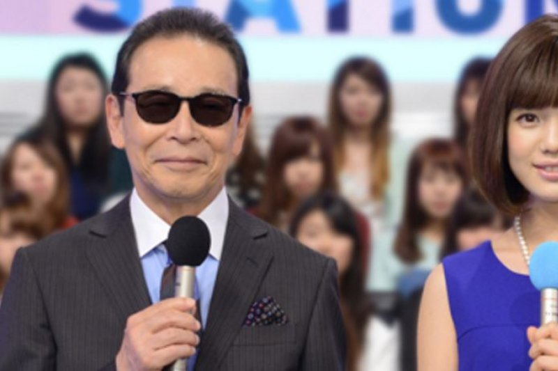 《MUSIC STATION》以日本流行音樂為主,主持人為塔摩利墨鏡造型是他的招牌。(圖翻攝自tv-asahi官網)