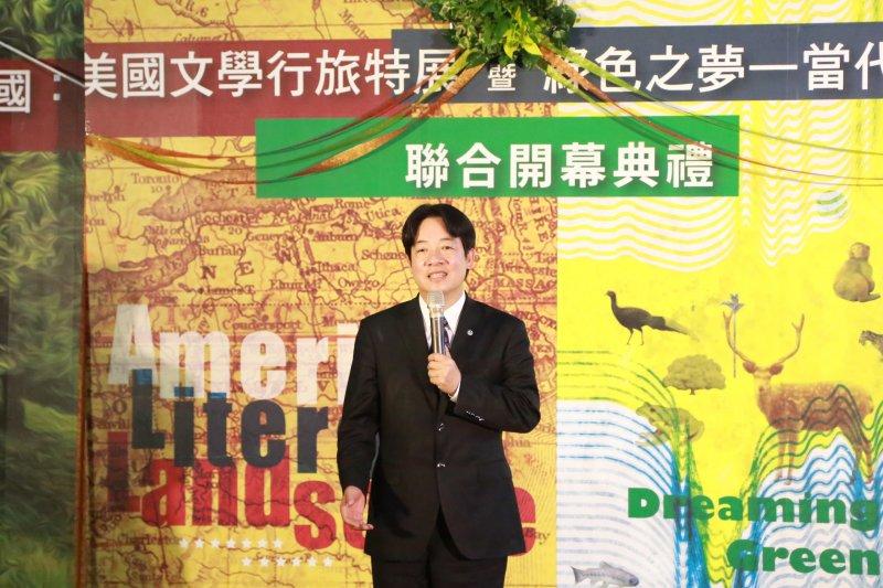 國立台灣文學館7日舉行聯合開幕典禮,台南市長賴清德出席現場支持。賴表示,台灣文學館舉辦的2大展覽都別具特色,並讚嘆台文館相當用心,運用文學作品和自然景觀相互呼應。(台南市政府提供)