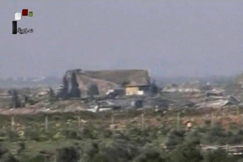 敘利亞謝拉特空軍基地6日遭美軍以戰斧巡弋飛彈攻擊(AP)