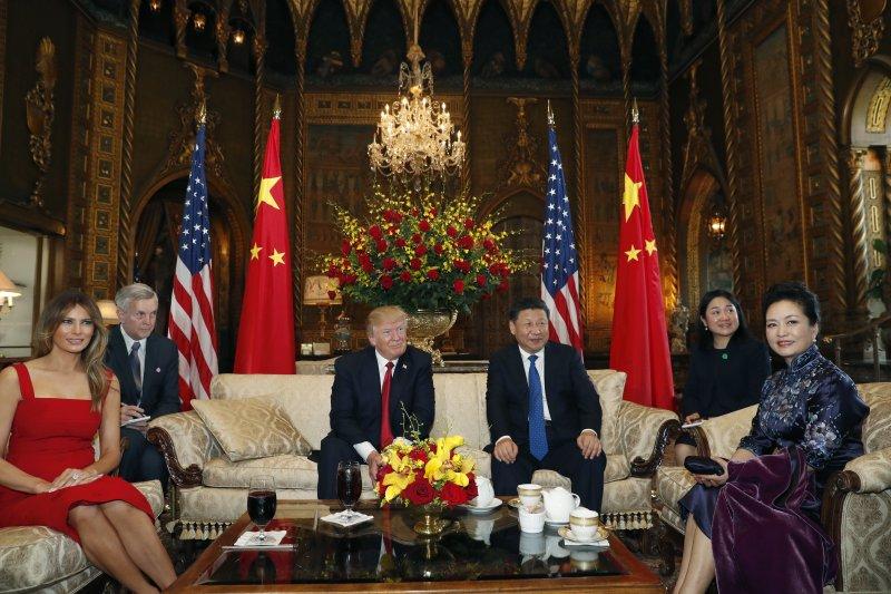 美國總統川普與中國國家主席習近平在佛羅里達的海湖莊園俱樂部首度會面、川習會(AP)