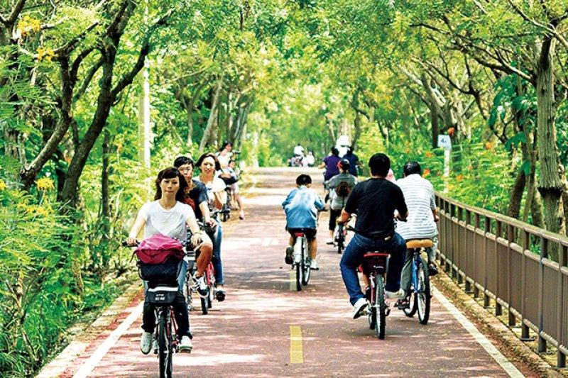 想要細細體驗大甲溪沿岸風光,最好的方式就是跳上自行車(圖/ 台中好生活提供)