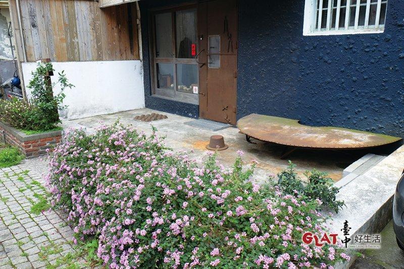 藝術家蔡志賢成立「小雨的兒子」服裝品牌時開的第一店。廢鏽鐵材的巧妙運用,隨處可見。(圖/ 台中好生活提供)