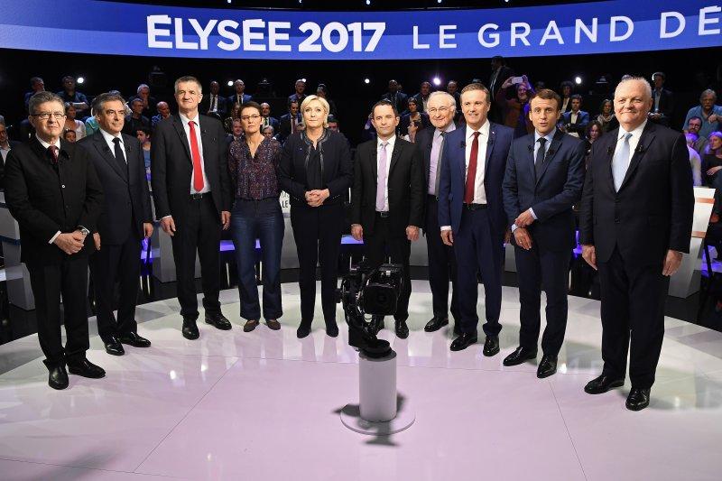 11 位法國總統參選人本月4日的電視辯論,觀眾認為梅蘭雄(左)的表現最為突出(美聯社)