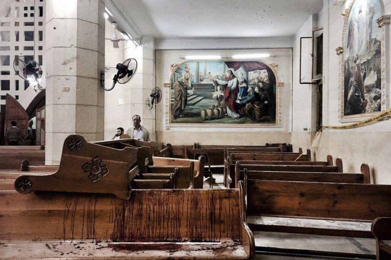 埃及坦塔科普特人基督教徒的聖喬治教堂9日遭到炸彈攻擊,造成慘重死傷(AP)