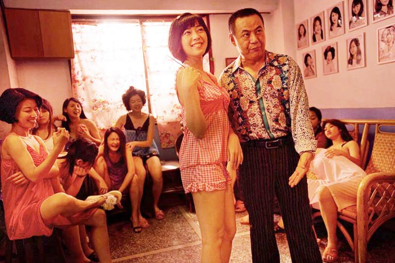為了賺美國人的錢,中華民國全力發展「買春事業」,而這群小姐們想在3天內學會英語...(圖/台視提供)