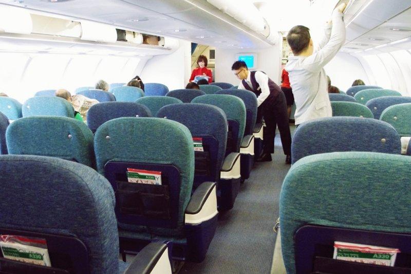 雖然無法滿足乘客千奇百怪的要求,但取而代之以另一種合理的服務方式,讓乘客覺得「空服員並不是沒有幫你喔」,這也是一種服務技巧(示意圖/MattPEK@flickr)