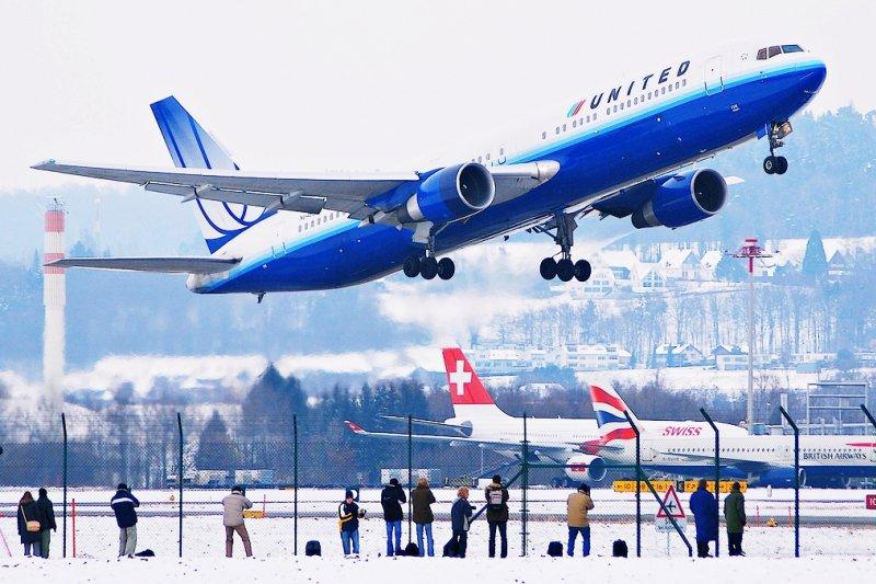 機位超賣時,航空公司竟有權請乘客下飛機?不想出遊掃興,請一定要做到這6點預防(圖/Aero Icarus@flickr)