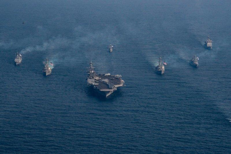 卡爾文森號航母打擊群的壯盛軍容。(卡爾文森號臉書)