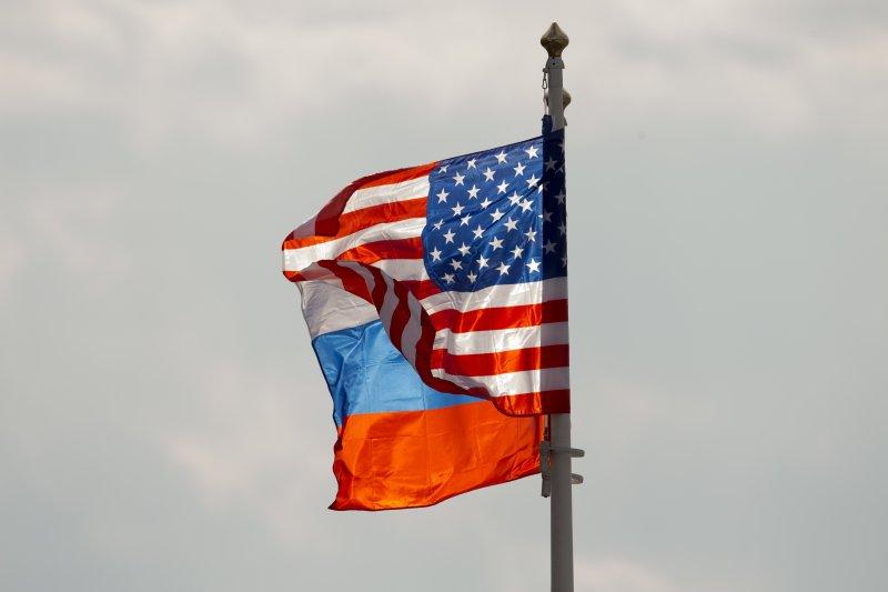 美國與俄羅斯國旗(AP)