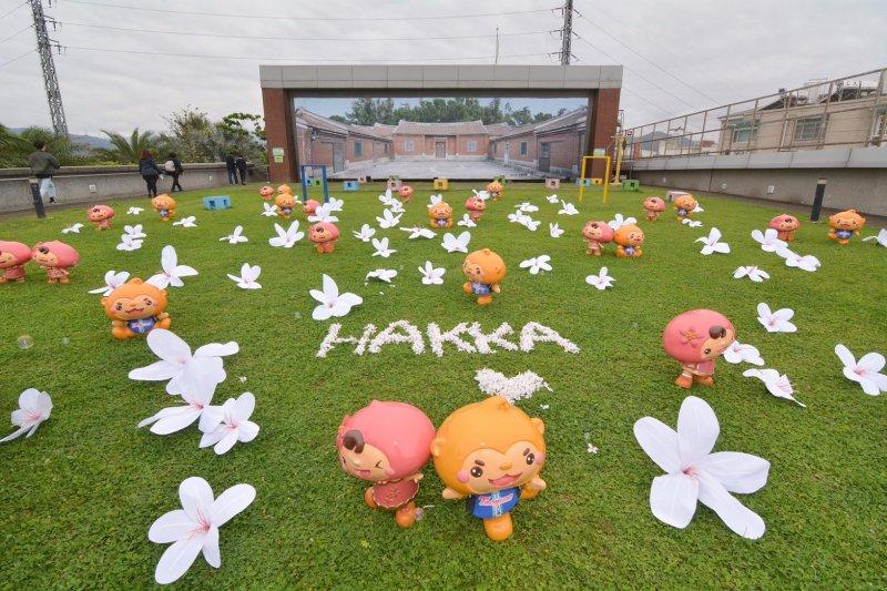 桃園客家桐花祭揭幕,地景藝術呈現浪漫四月雪。(圖/桃園市政府提供)