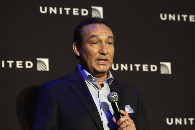 美國聯合航空CEO穆諾斯(Oscar Munoz)該為這次聯合航空事件辭職下台嗎?(美聯社)