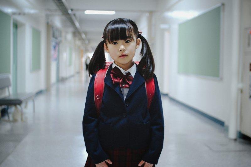 心理師呼籲,不要讓小孩用物質或食物成為交友條件。(圖/MIKI Yoshihito@flickr)