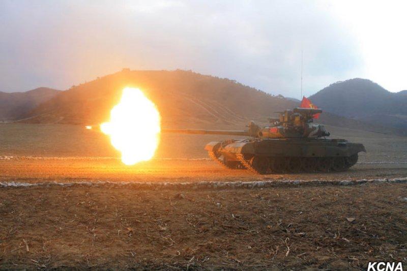 作者質疑,現在的台灣不比20世紀中葉的中國,有遼闊的國土與悠長的時間可以進行戰爭,因此武裝抵抗的構想令人有所疑問。(示意圖/KCNA)