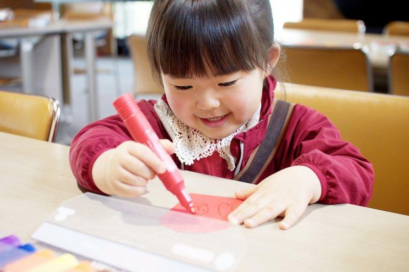 父母雖然有教養與懲戒權,但不代表子女是父母的資產!(圖/MIKI Yoshihito@flickr)