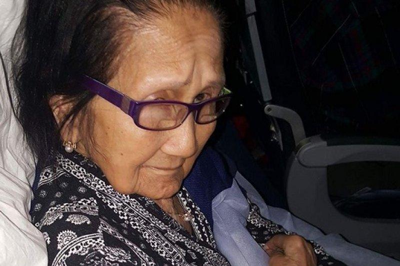 今年2月,菲律賓裔的94歲老奶奶歐齊拉被迫離開商務艙,身體虛弱的她在經濟艙坐了16小時,下機時全身疼痛。(取自Marianne Santos Aguilar臉書)