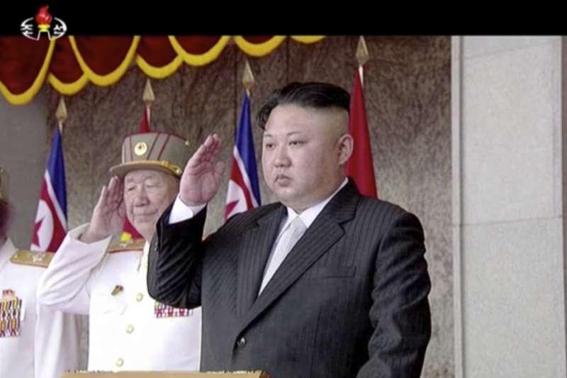 北韓15日慶祝創建者金正日105歲冥誕「太陽節」,最高領導人金正恩在首都平壤主持閱兵大典(AP)